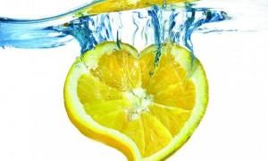 Détoxication du corps et perte de poids avec l'agrume citron