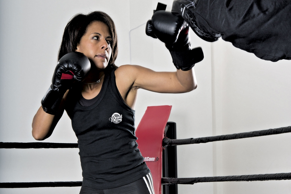 Audrey Pulvar s'entraîne avec des gants de boxe