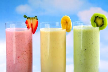 Buvez des smoothies pour suivre un régime composé de fruits