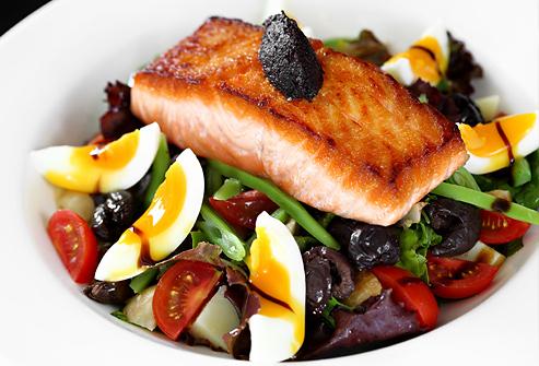 Suivre un régime 1500 calories par jour en mangeant du poisson et des légumes